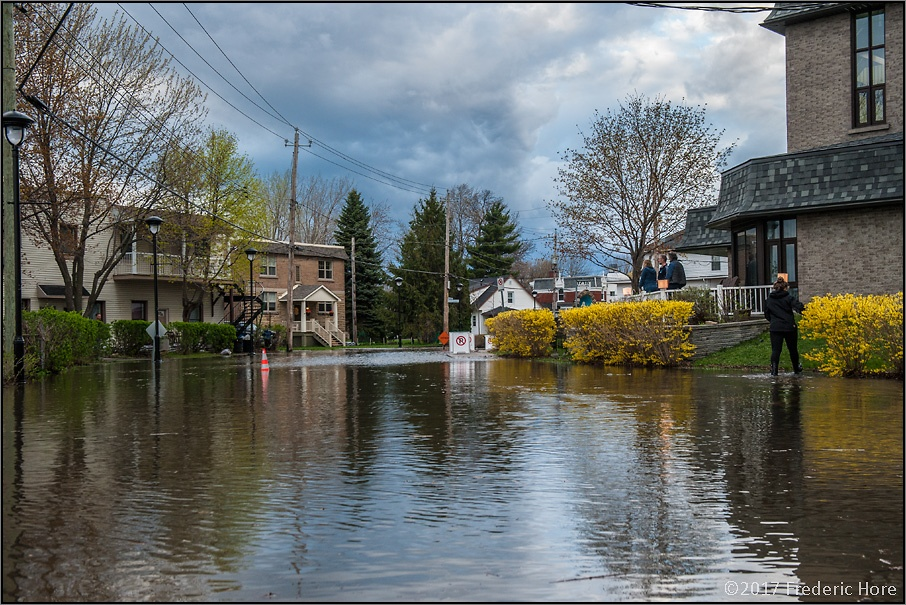 Wary Montreal residents watch rising flood waters