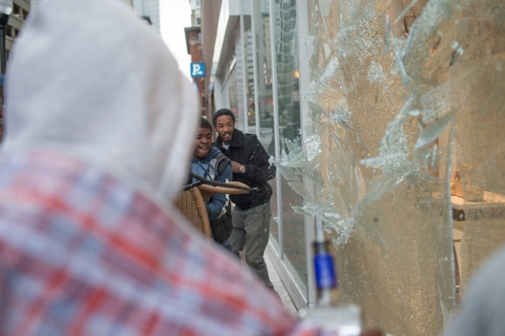 Looters smash window