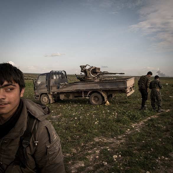 YPG fighters. Euphrates frontline. Syria