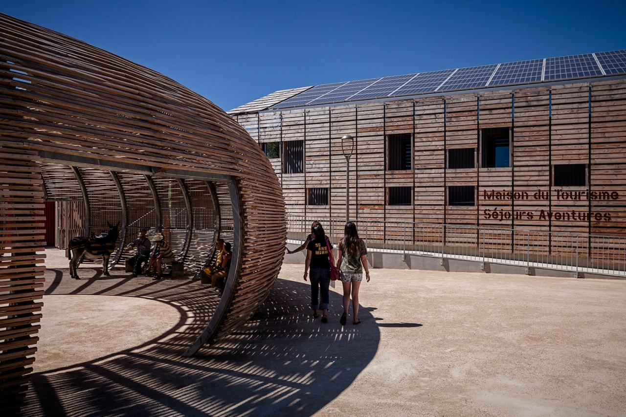 Viavino, wine complex / Philippe Madec architect