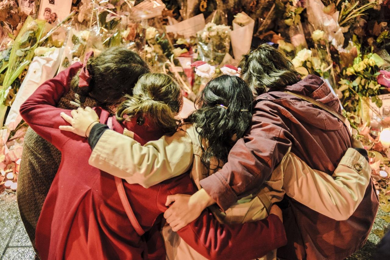 Hommage aux victimes après les attentats de Paris.