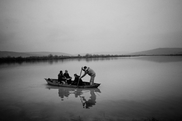 Syrian refugees crossing the Orontes river.