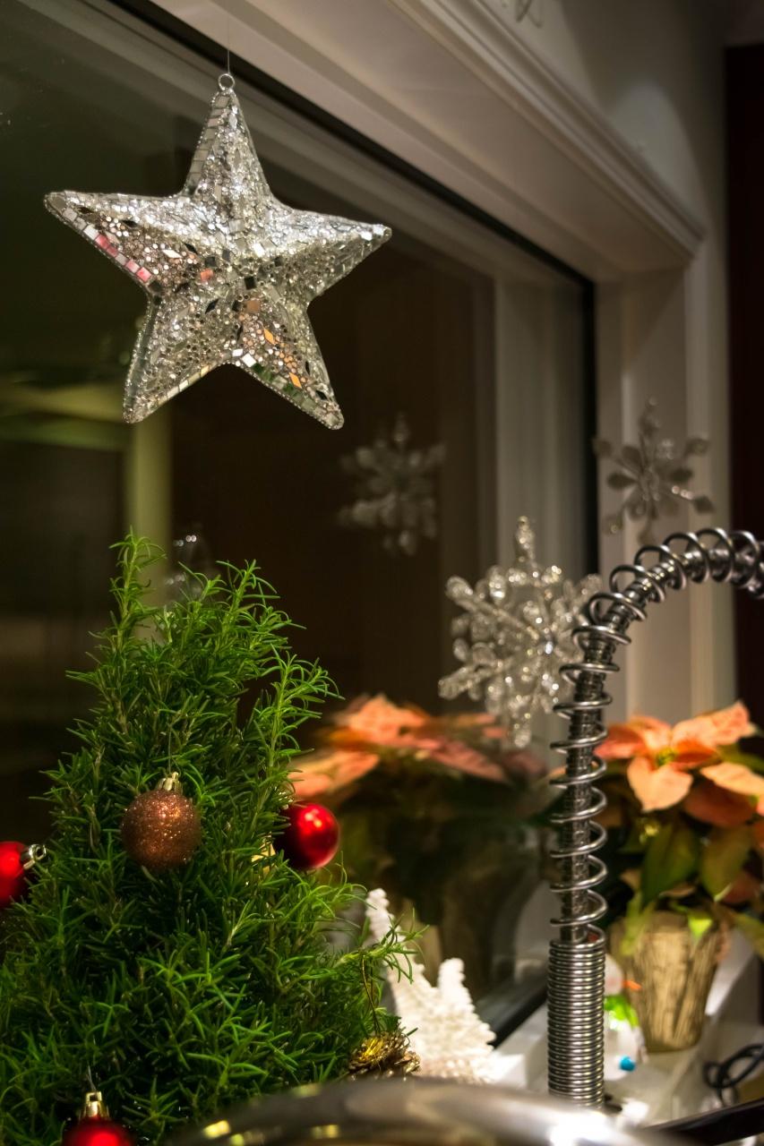 Coastal Christmas window sill