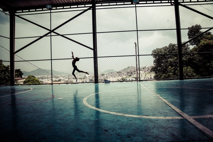 Favela on Tiptoe