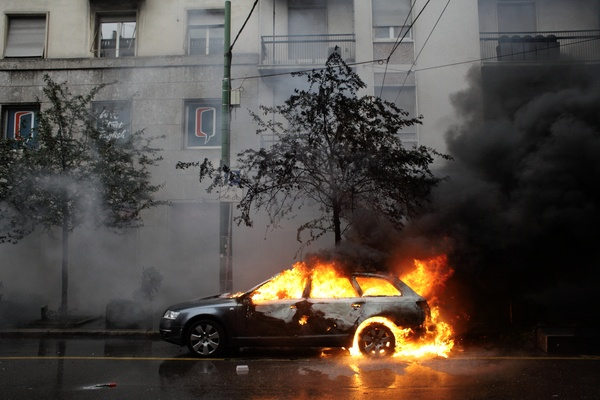 Car burning at May 1st demonstration in Milan