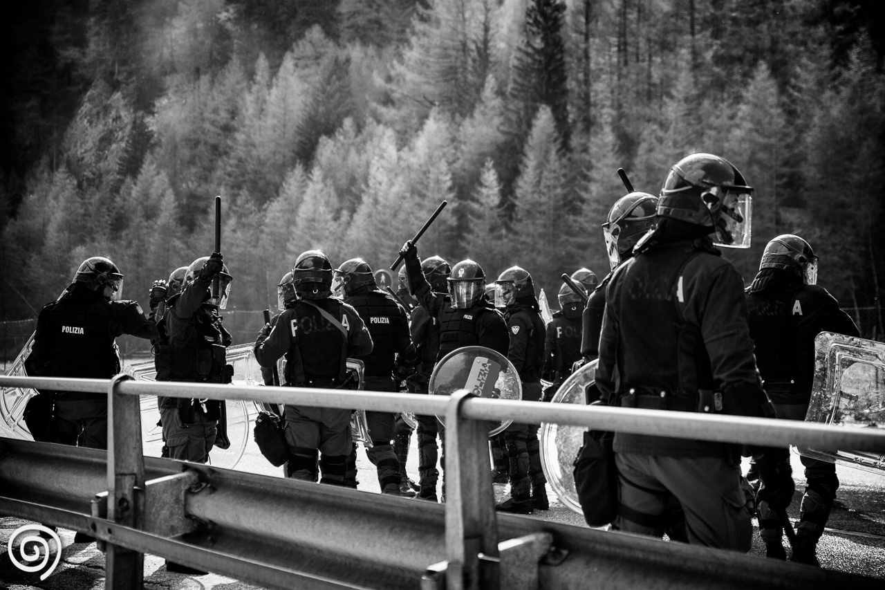 Italian riot police at Brenner pass