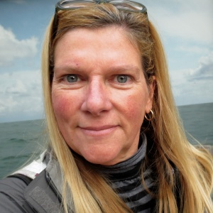 Linda S Hanlon
