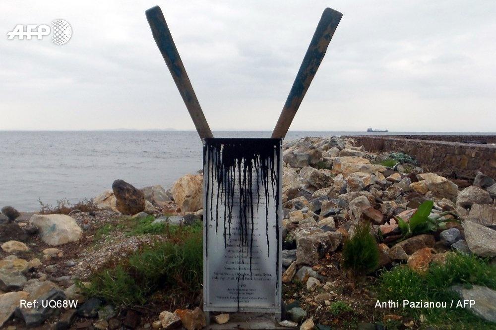 Le monument aux réfugiés noyés profané à Lesbos