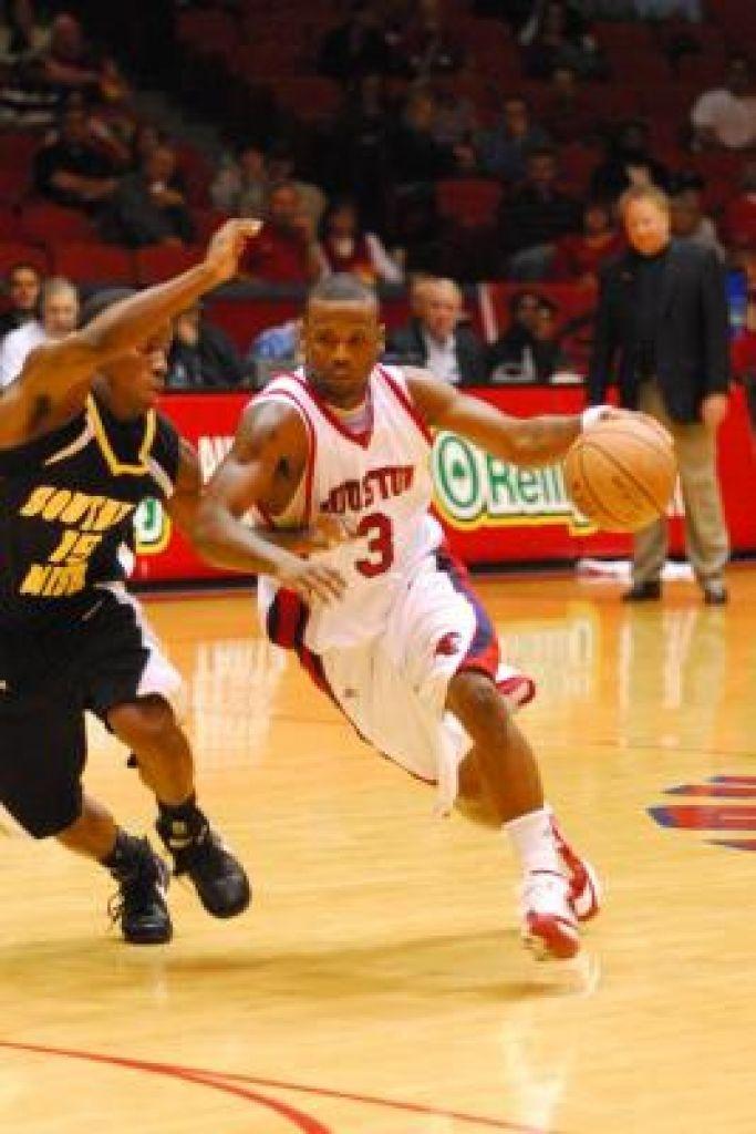 U of H Basketball