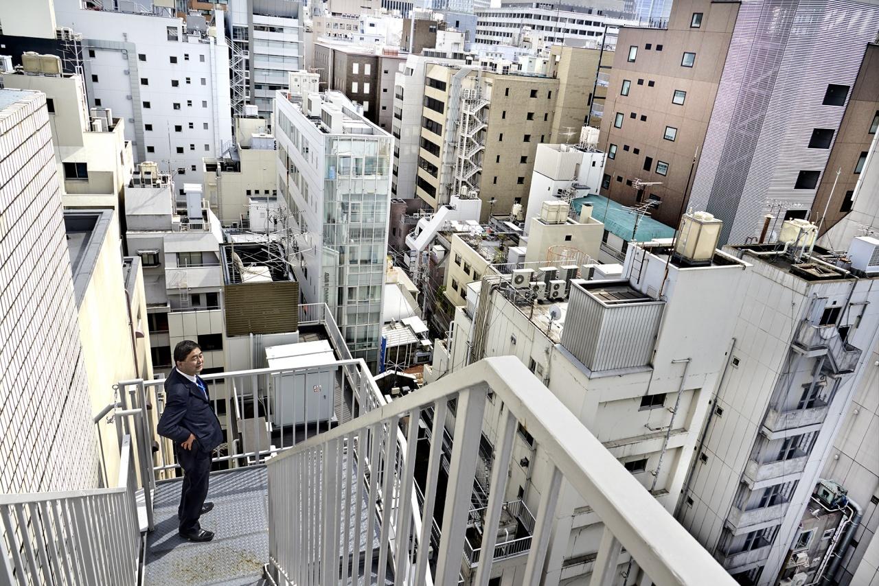 Salary man taking fresh air, Tokyo