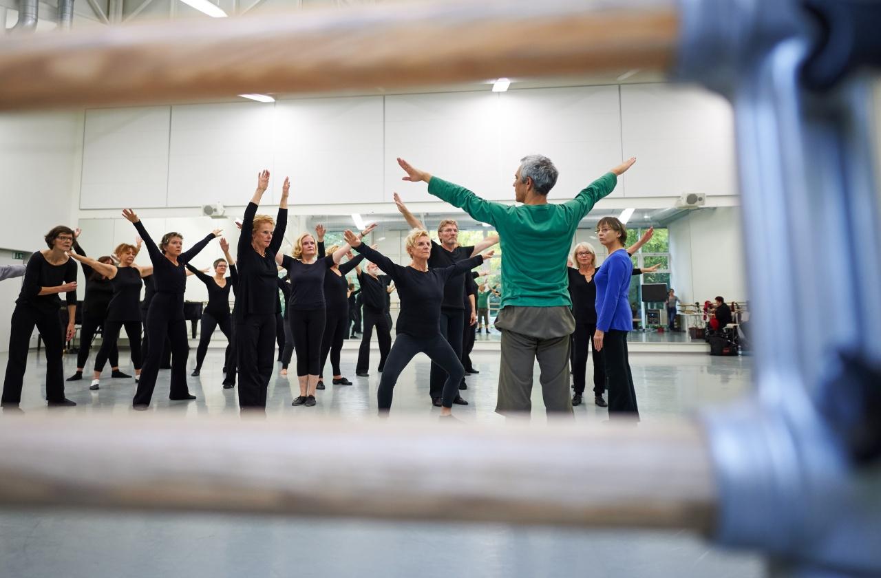 Senioren tanzen Ballett